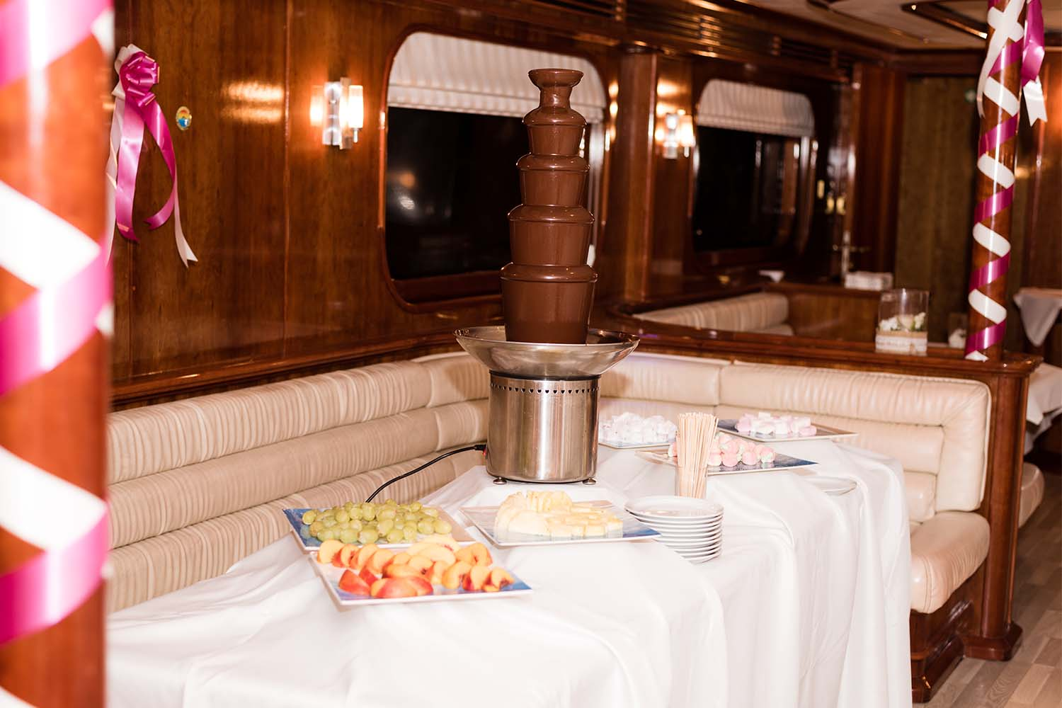 Champagne Amp Chocolate Fountains Exclusive Yacht Weddings